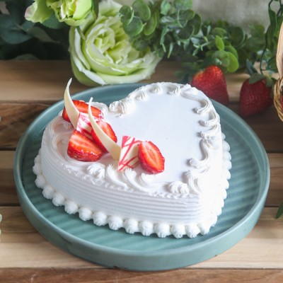 Heart Shape Strawberry French Cream Cake 500gms