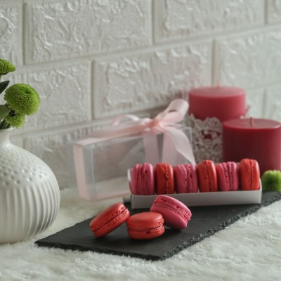 Box of 5 assorted macarons  (Contains Egg )
