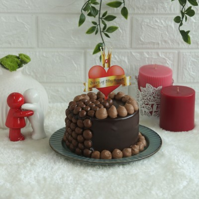 Nutties Overloaded Chocolate cake 750gms with Queen of my heart topper
