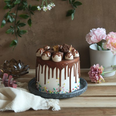Chocolate snickers cake 750gms