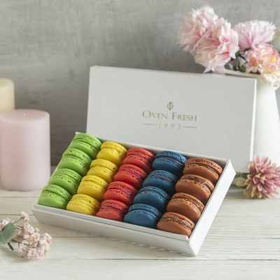 Box of 20 Macaron ( contains Egg )