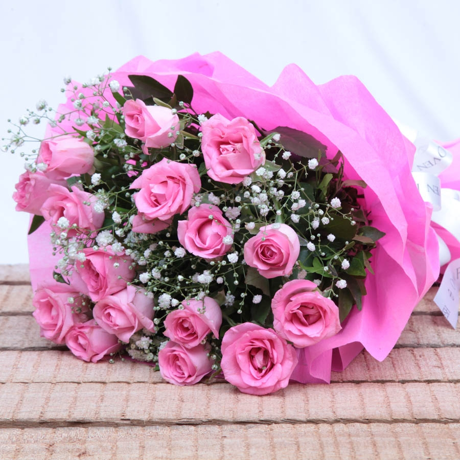 (Pink Outlooks)   Bouquet of pink roses