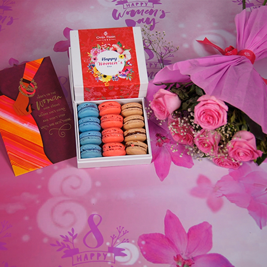 Box of 12 macaroons with card , bouquet of 6 pink roses