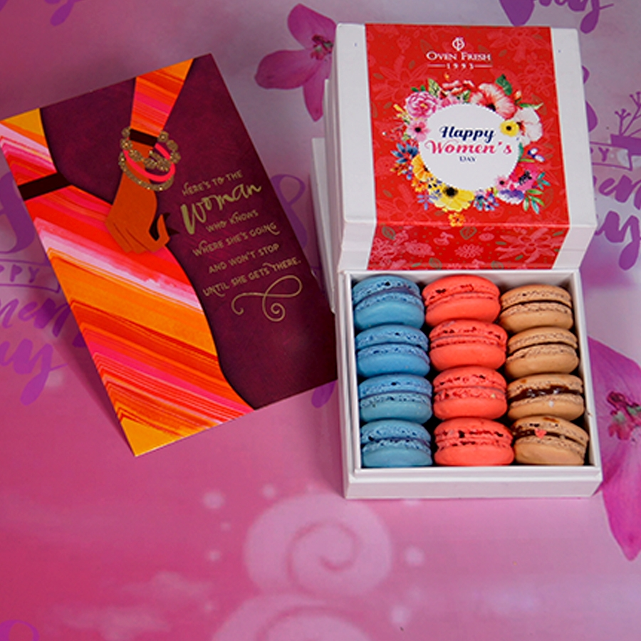 Box of 12 macaroons with card