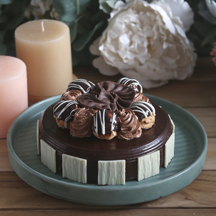 Chocolate dutch truffle with choux buns 500gms  (Contains Egg)
