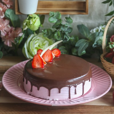 Cocoa Fudge Icing Cake With Strawberry Cream Topped
