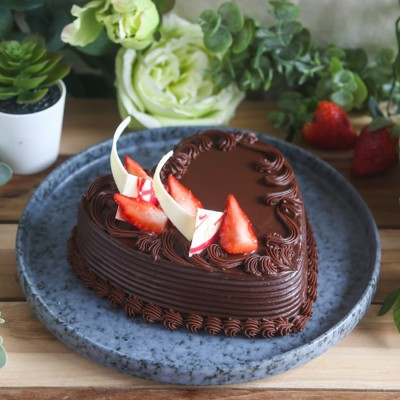 Heart Shape Strawberry Chocolate cake 500gms
