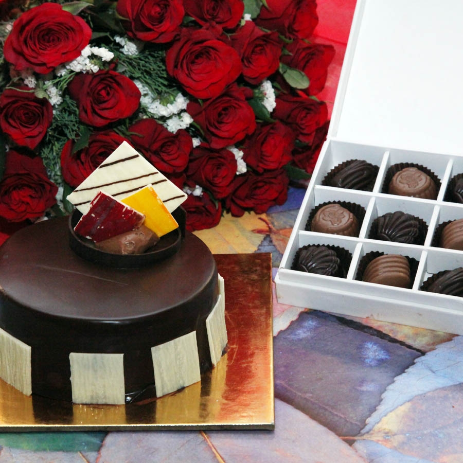 Royale Chocolate Mousse 500gms,red hand bouquet and box of 9 chocolate pralines