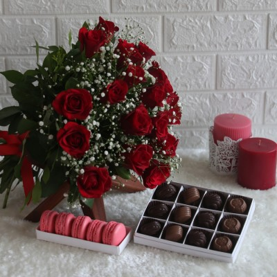 Red hand Bouquet , Box of 12pralines & Box of 5 macarons